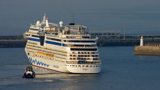 AIDAsol at Dover - www.simplonpc.co.uk - Photo: �2011 Ian Boyle