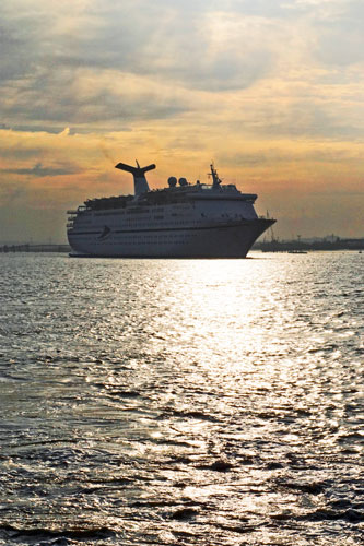 Magellan - Cruise & Maritime Voyages - Photo: © Ian Boyle, 11th March 2015 - www.simplonpc.co.uk