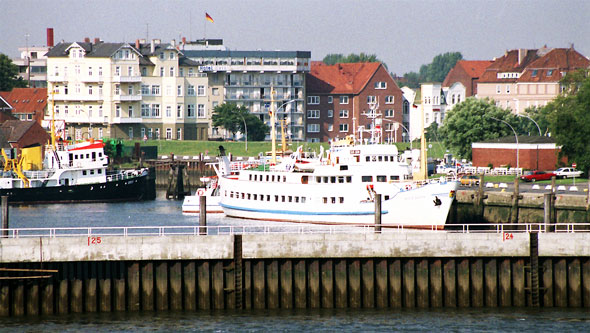 SEUTE DEERN at Cuxhaven - Photo: ©1989 Ian Boyle - www.simplonpc.co.uk - Simplon Postcards