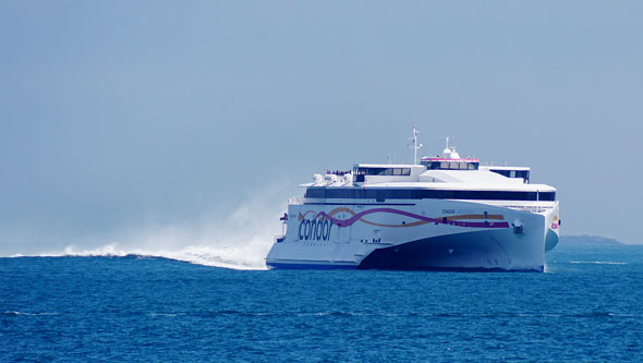 CONDOR LIBERATION at St Peter Port - Photo: © Ian Boyle, 24th May 2015 - www.simplonpc.co.uk