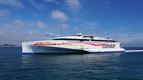 CONDOR LIBERATION & P&O's BRITANNIA at St Peter Port - Photo: © Ian Boyle, 24th May 2015 - www.simplonpc.co.uk