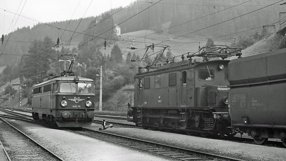 ÖBB Class 1042 - Photo: ©1991 Ian Boyle - www.simplompc.co.uk - Simplon Postcards