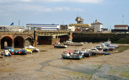FOLKESTONE HARBOUR STATION - Photo: © Ian Boyle, 31st May 2005 - www.simplonpc.co.uk
