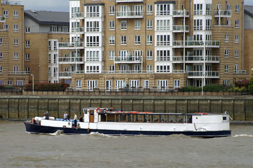 KINGWOOD - River Thames Boat Hire - www.simplonpc.co.uk - Photo: � Ian Boyle, 15th May 2009