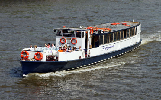 KINGWOOD - River Thames Boat Hire - www.simplonpc.co.uk - Photo: � Ian Boyle, 28th June 2012