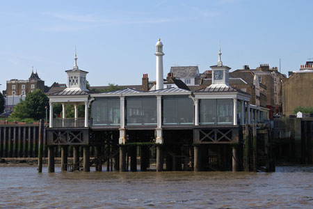 GRAVESEND TOWN PIER - Photo: ©2008 Ian Boyle - www.simplonpc.co.uk