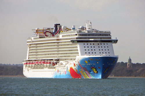 NORWEGIAN BREAKAWAY - www.simplonpc.co.uk - Photo: ©2013 Ian Boyle