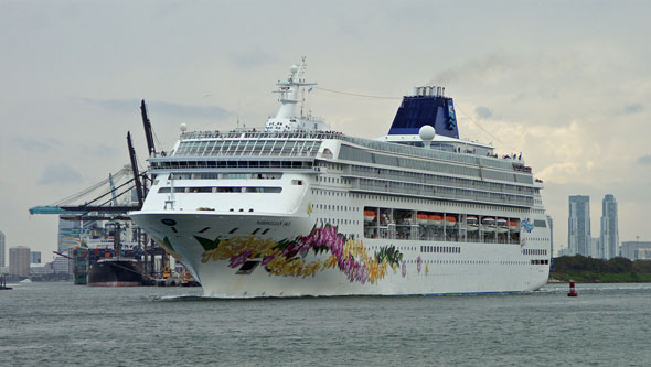 NORWEGIAN SKY - Photo: � Ian Boyle, April 2012 - www.simplonpc.co.uk