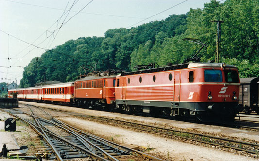 ÖBB Class1044+1018 - Photo: ©1991 Ian Boyle - www.simplompc.co.uk - Simplon Postcards