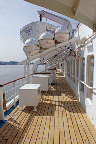 Ocean Countess - Photo: © Ian Boyle, 18th April 2010 - www.simplonpc.co.uk