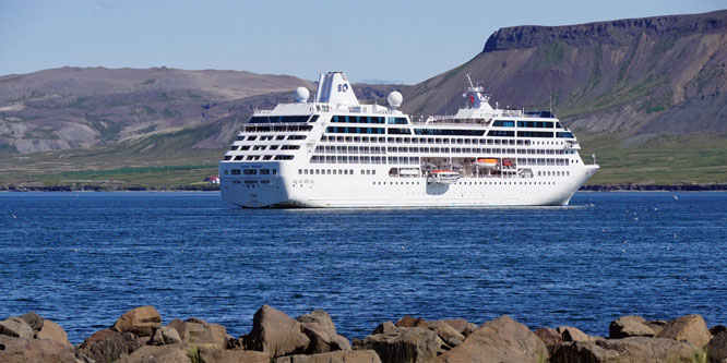 Ocean Princess Cruise - Grundarfjörður - Photo: © Ian Boyle, 25th July 2015 - www.simplonpc.co.uk