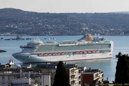 AZURA - P&O Cruises - www.simplonpc.co.uk - Photo: � Sergio de Luyk, 21st February 2010