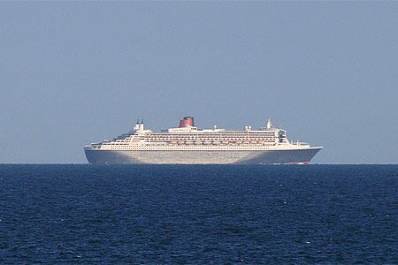 QUEEN MARY 2 - Photo: © Ian Boyle, 17th August 2009