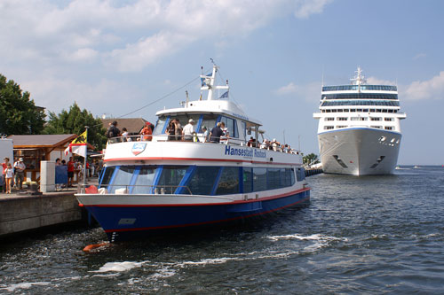 ROSTOCK FERRIES & EXCURSIONS - Photo: ©2007 Ian Boyle - www.simplompc.co.uk - Simplon Postcards