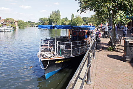 HAMPTON COURT at Windsor - Photo: �Ian Boyle 1st September 2010 - www.simplonpc.co.uk