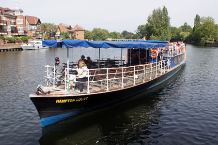 HAMPTON COURT arriving at Windsor - Photo: �Ian Boyle 2nd September 2010 - www.simplonpc.co.uk