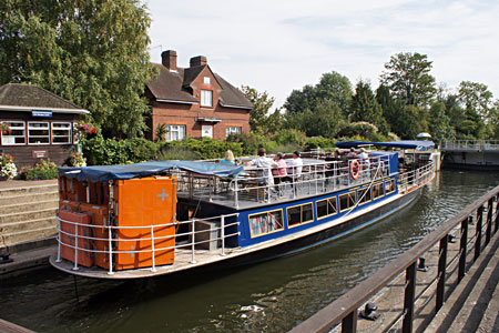 HAMPTON COURT (Salter's Steamers) - Photo: �Ian Boyle 2nd September 2010 - www.simplonpc.co.uk