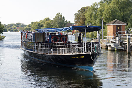 HAMPTON COURT between Windsor and Staines - Photo: �Ian Boyle 2nd September 2010 - www.simplonpc.co.uk