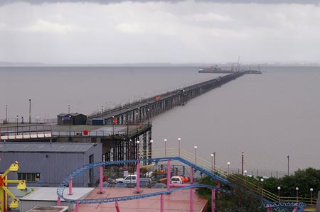 Southend Pier - Photo: � Ian Boyle, 24th May 2006 - www.simplonpc.co.uk