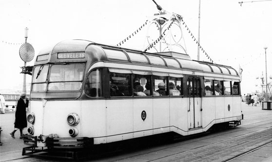 BLACKPOOL TRAMS - Photo: Simplon Collection - www.simplompc.co.uk - Simplon Postcards