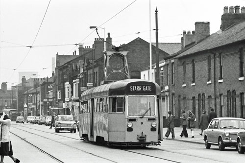 BLACKPOOL TRAMS - Photo: ©1975 Ian Boyle - www.simplompc.co.uk - Simplon Postcards